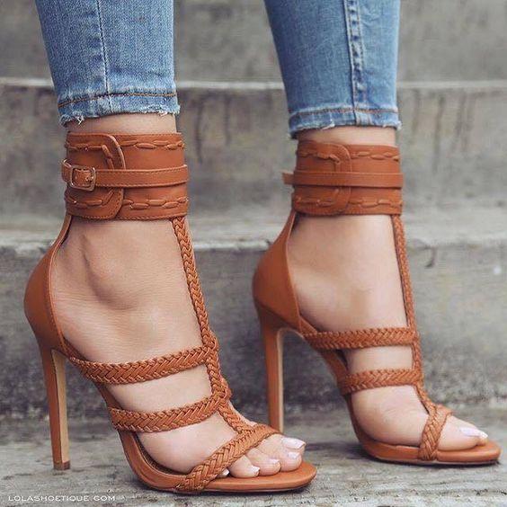 eafbe8fd3 Sandália marrom com tranças | Saltos | Sapatos, Comprar sapatos e ...