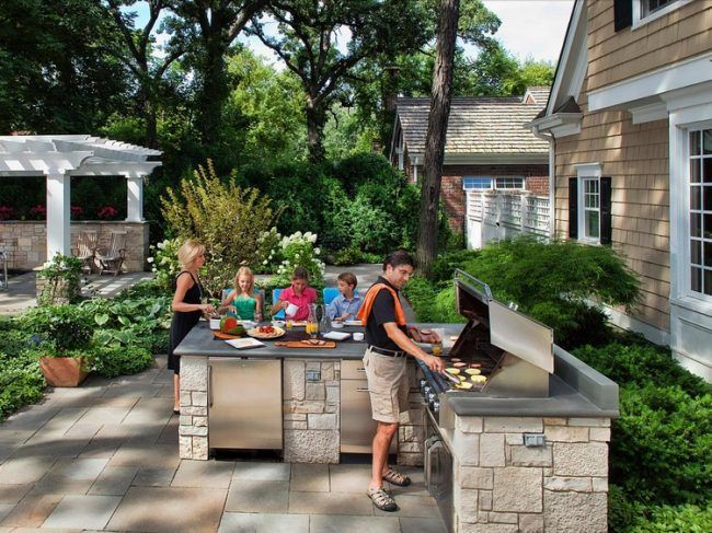 Outdoor Küche im Garten -natursteinplatten-grill-station-essecke - essecken für küchen