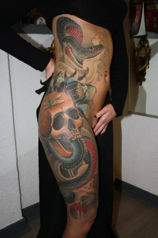 15 Terrific Hip Tattoos Tattoos Traditional Japanese Tattoos
