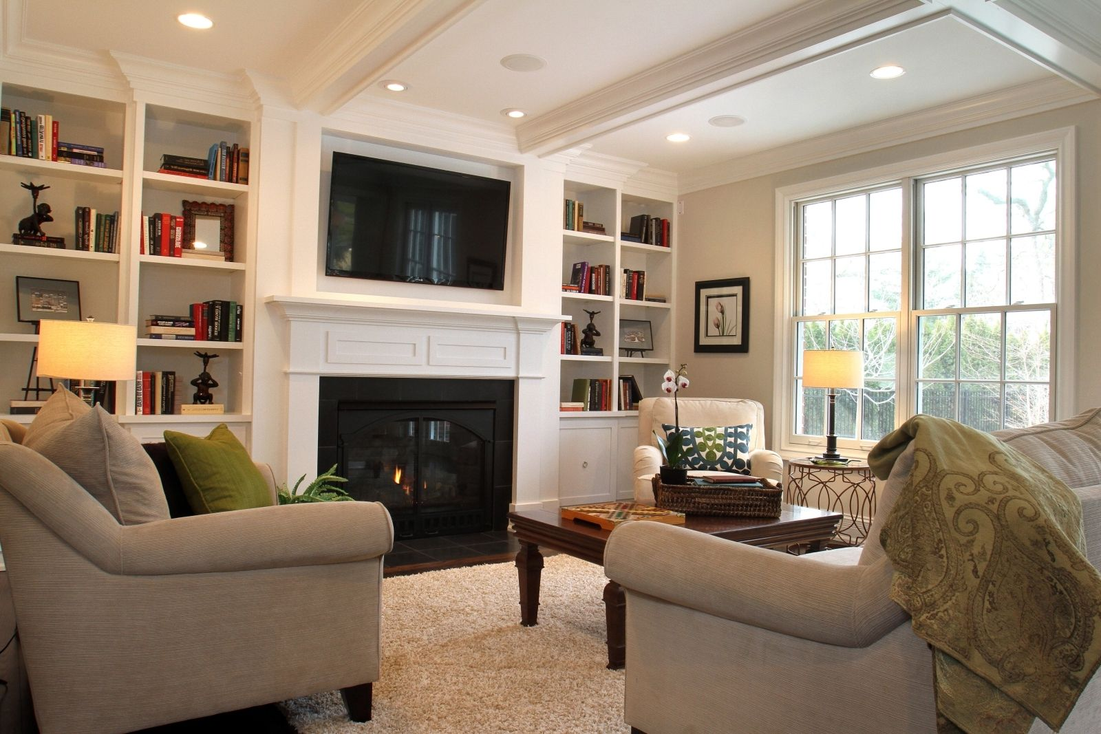 Pin By Firdes On Living Room Small Family Room Family Room Layout Family Room Decorating