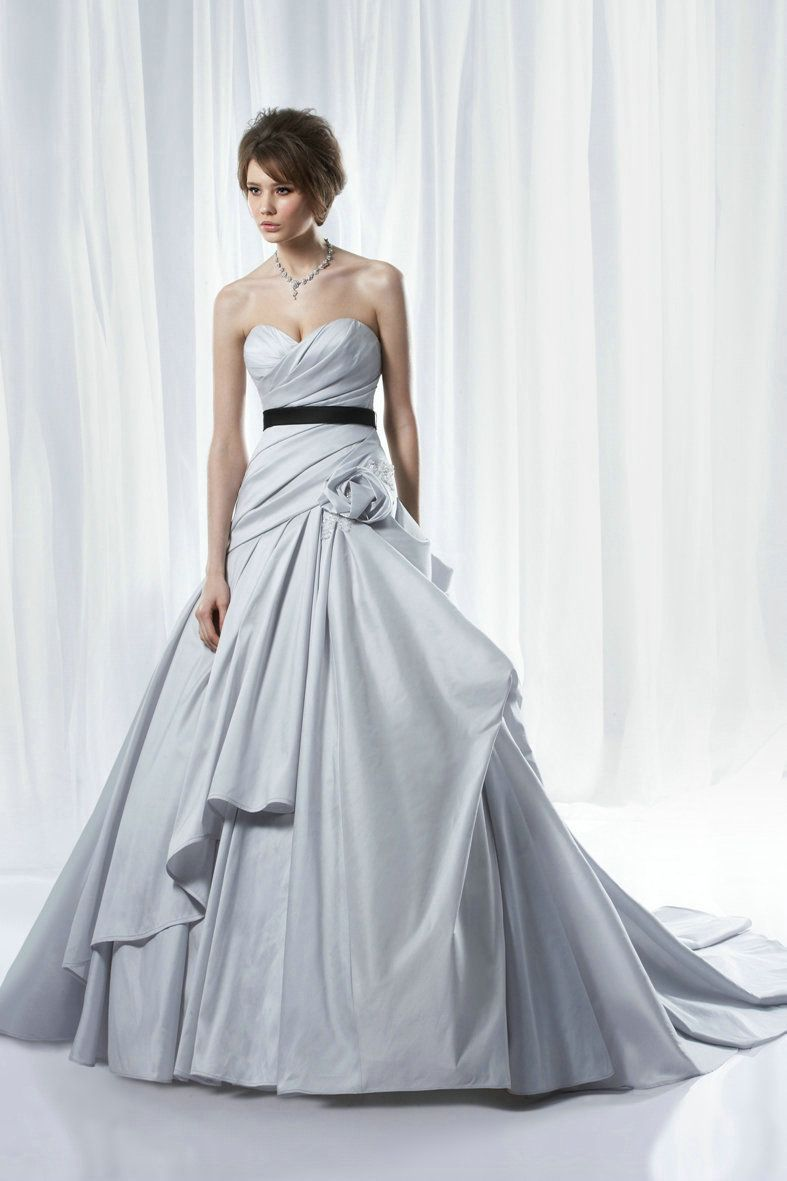 Light blue wedding dress with black ribbon don\'t like her hair, but ...