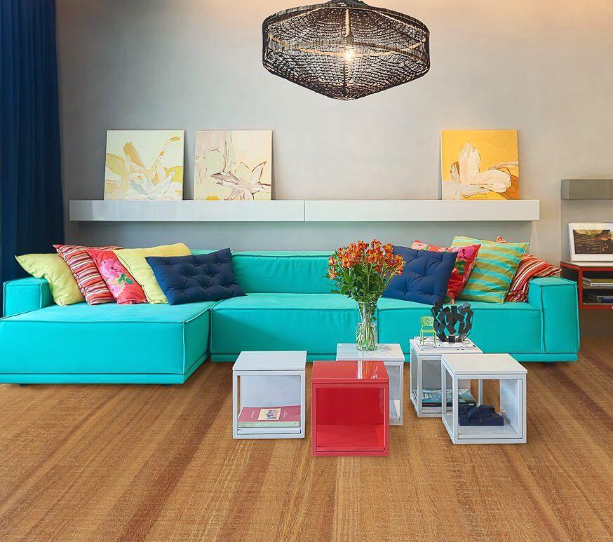 Feitos um para o outro a arquiteta paula neder harmonizou - Sofa azul turquesa ...