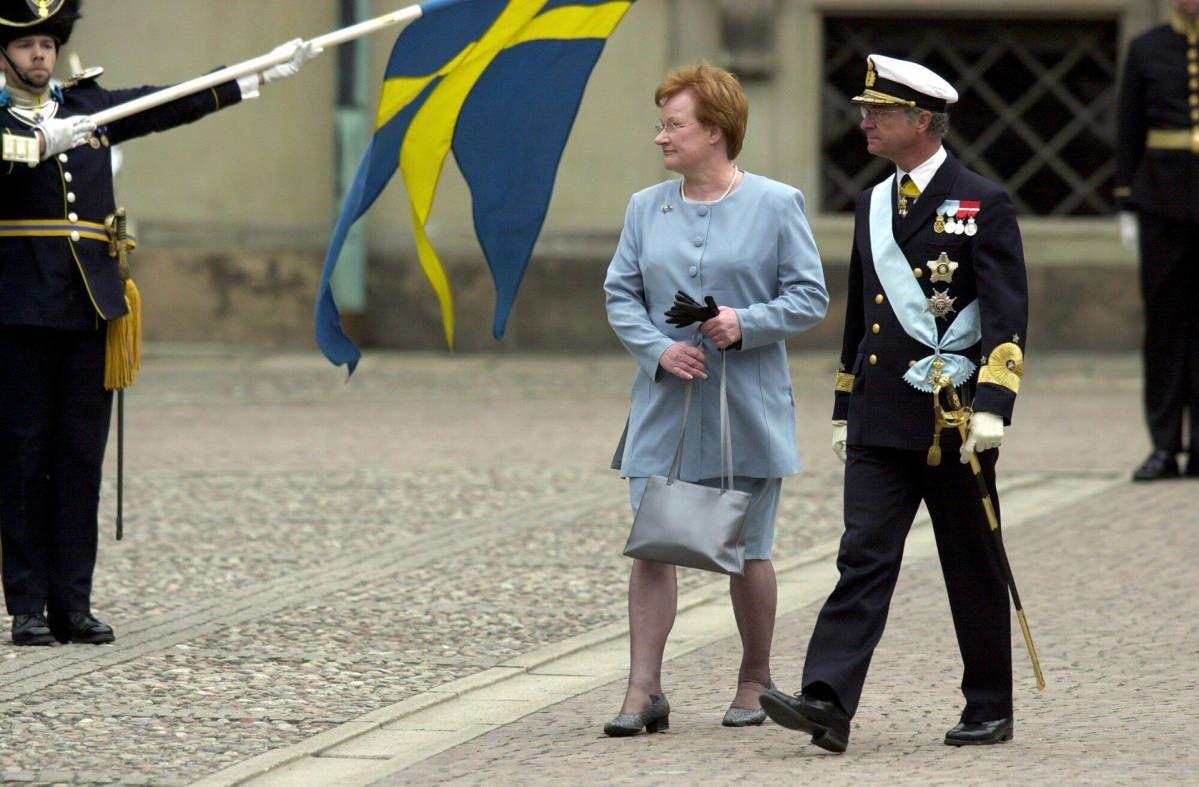 Tarja Halonen ja Ruotsin kuningas Kaarle Kustaa Halosen valtiovierailulla Tukholmassa 2.5.2000.