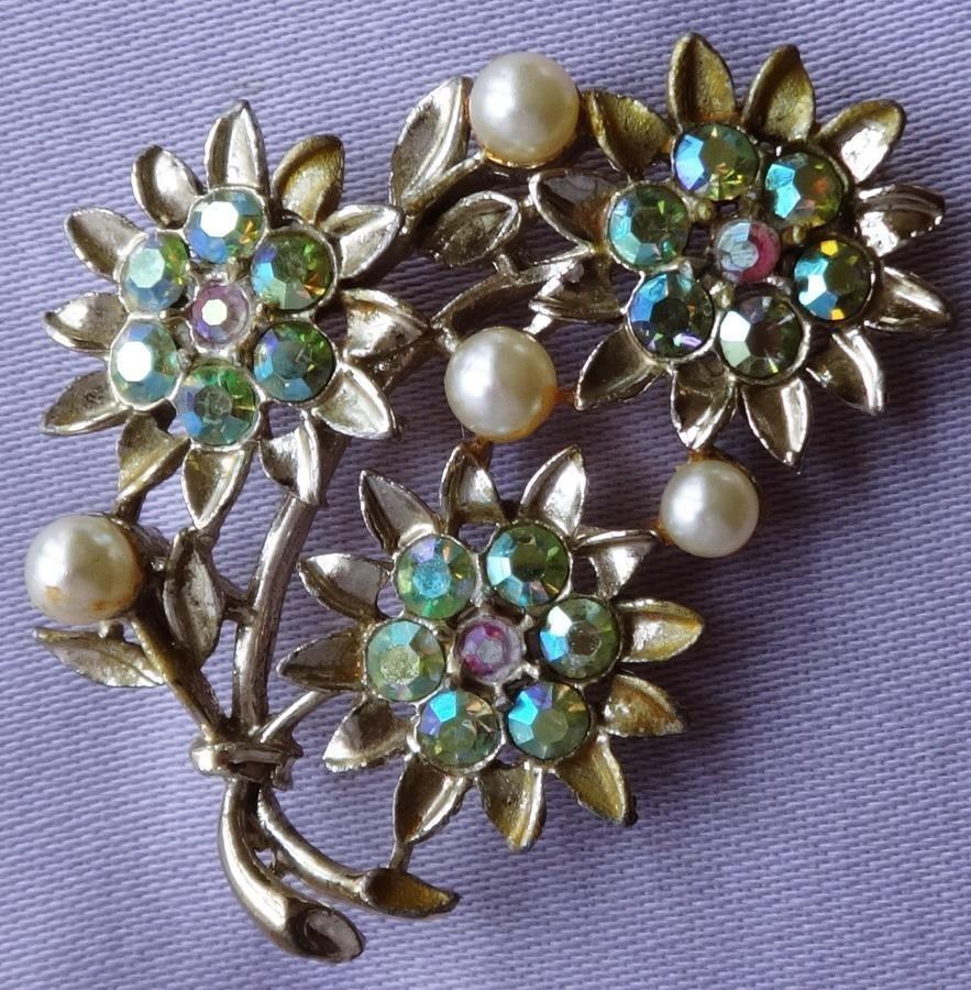 Vintage aurora pearl flower spray brooch by exquisite