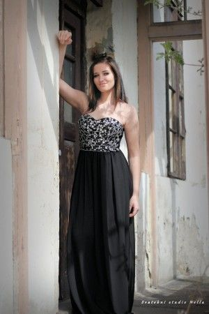 Plesové splývavé šaty - černé šaty - dlouhé šaty www.svatebninella ... adf731d257