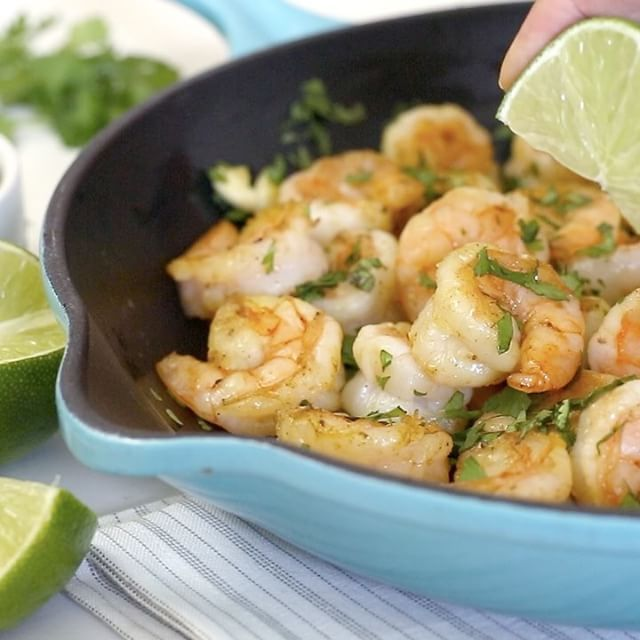 Cilantro Lime Shrimp is perfect for #cincodemayo 💃🏼🥑🦐 SO easy to make, ready in less than 10 minutes!  Smart Points: 2 • Calories: 119 http://www.skinnytaste.com/cilantro-lime-shrimp/ recipe link in profile