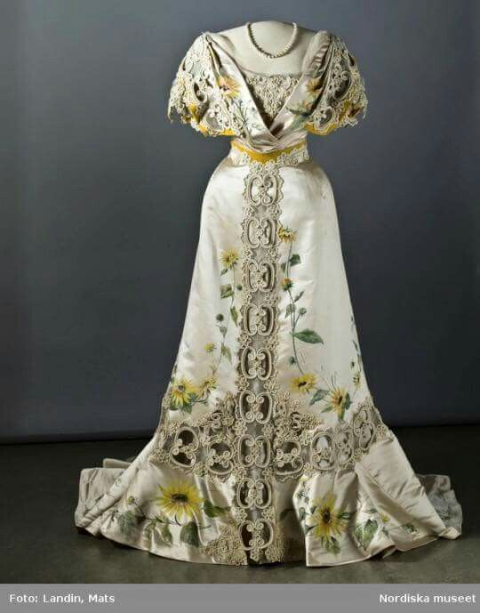 Hand-painted silk evening dress, ca. 1907. Nordic Museum.