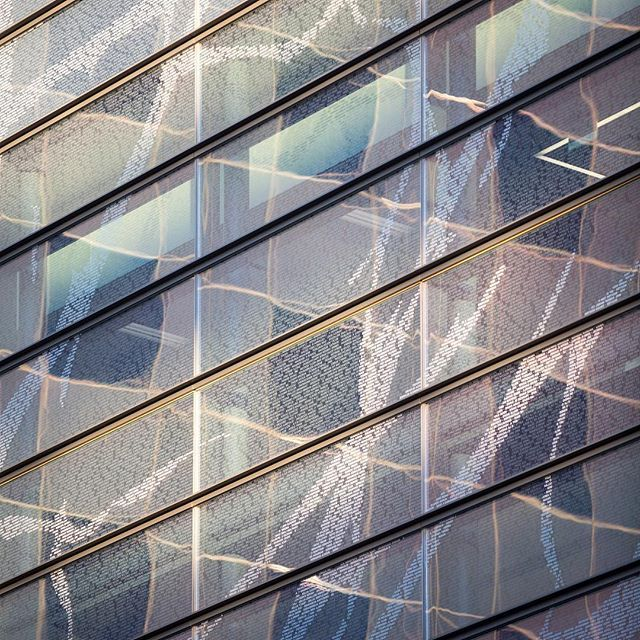 Details reflections catch parkland hospital 39 s southern for Refection facade
