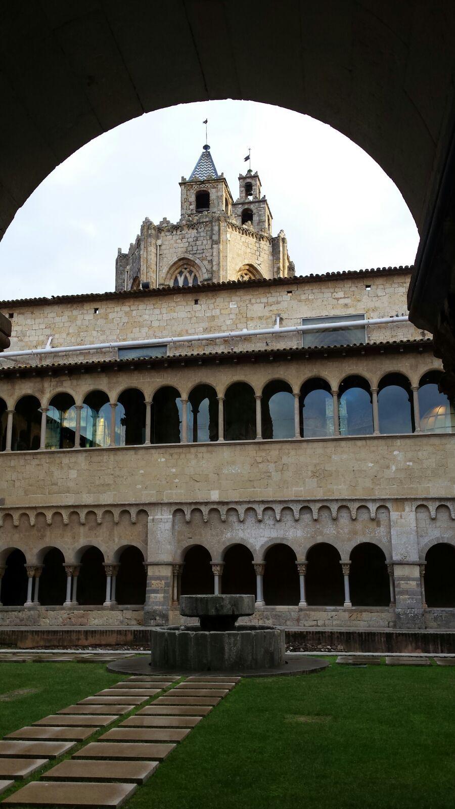 Claustro Románico Del Monasterio De Sant Cugat Del Valles Verdadera Joya De La Historia Y La Arquitectura U Monasterios Lugares De España Arquitectura Romana