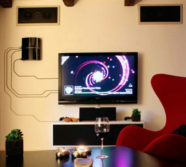 Cool cable management idea  From reddit  | House / Apt Ideas