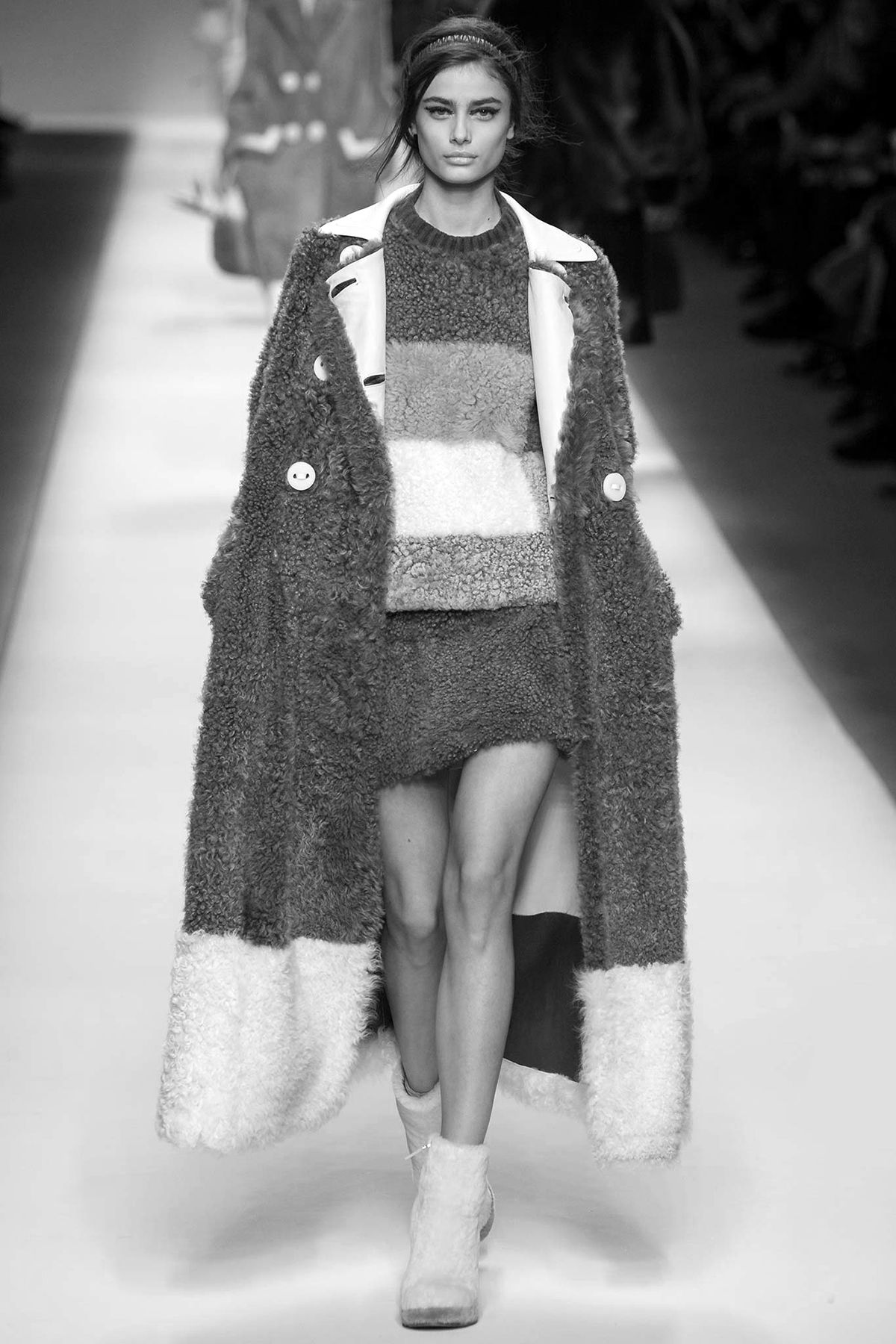 senyahearts:Taylor Marie Hill for Fendi, Fall/Winter 2015 RTW