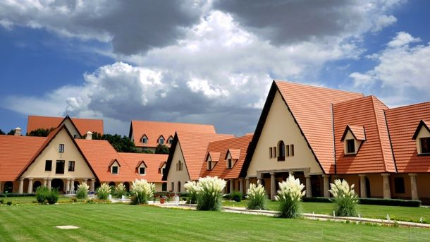 Ifrane Morocco Out Of Just A Few African Cities That Can Boast Clean Environment Ifrane Is Probably The Most Famous One Perch Morocco Study Abroad Morroco