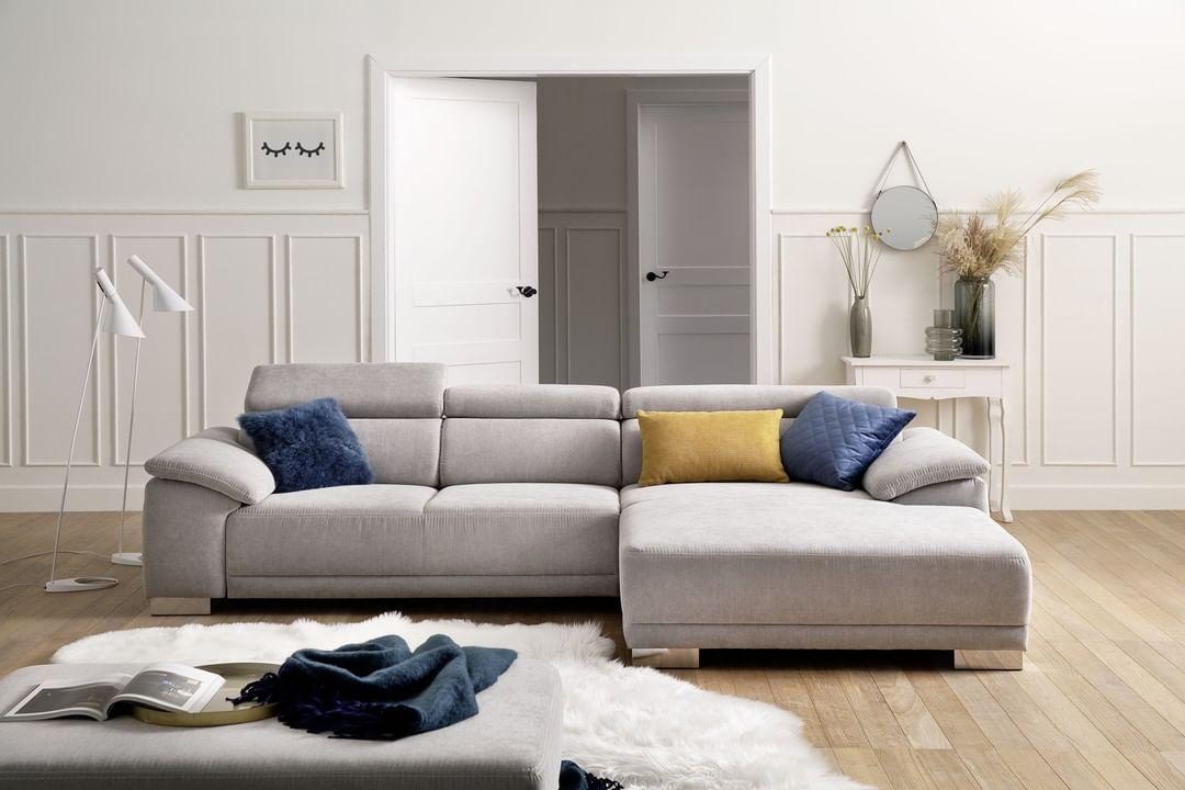Der Donnerstag Ist Der Kleine Freitag Deshalb Einfach Heute Abend Schon Mal Die Fusse Hochlegen Und Den Vorgeschmack Home Decor Sectional Couch Home
