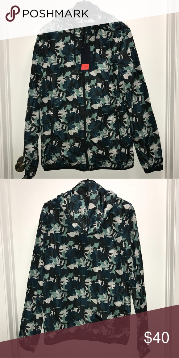 Zara Men's Windbreaker Large Zara Man  Camo green tropical leaf print windbreaker jacket  Thin breathable material  Size Large  NWT   Check out my other items ! I ship same or next day📬 Thanks for looking ! Zara Jackets & Coats Windbreakers