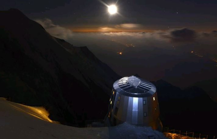 self sufficient shelter (last before the summit), the Refuge du Goûter, is situated at an altitude of 3'835 m.  By GROUPE H.