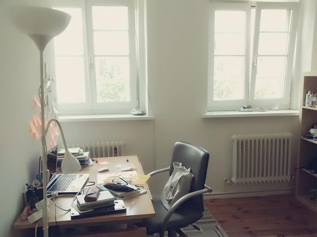 Arbeitszimmer Grün ~ Grünes homeoffice gemütlichers arbeitszimmer mit holzmöbeln und