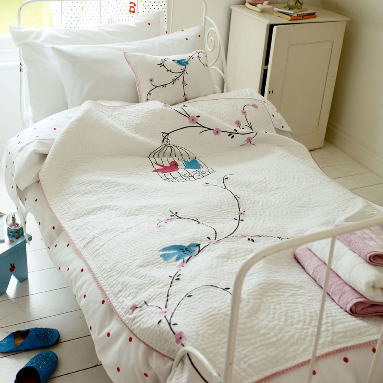 Baby quilts bed covers - Birds And Birdcage Quilt