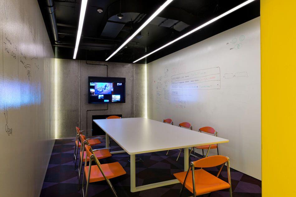 computer chip inspires design of software companys toronto office httpfreshome - Interior Design Computer Software