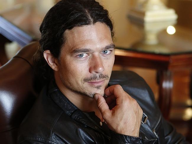 luke arnold actor