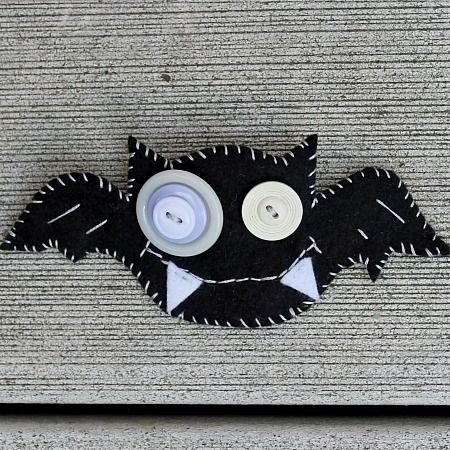 felt bat halloween brooch