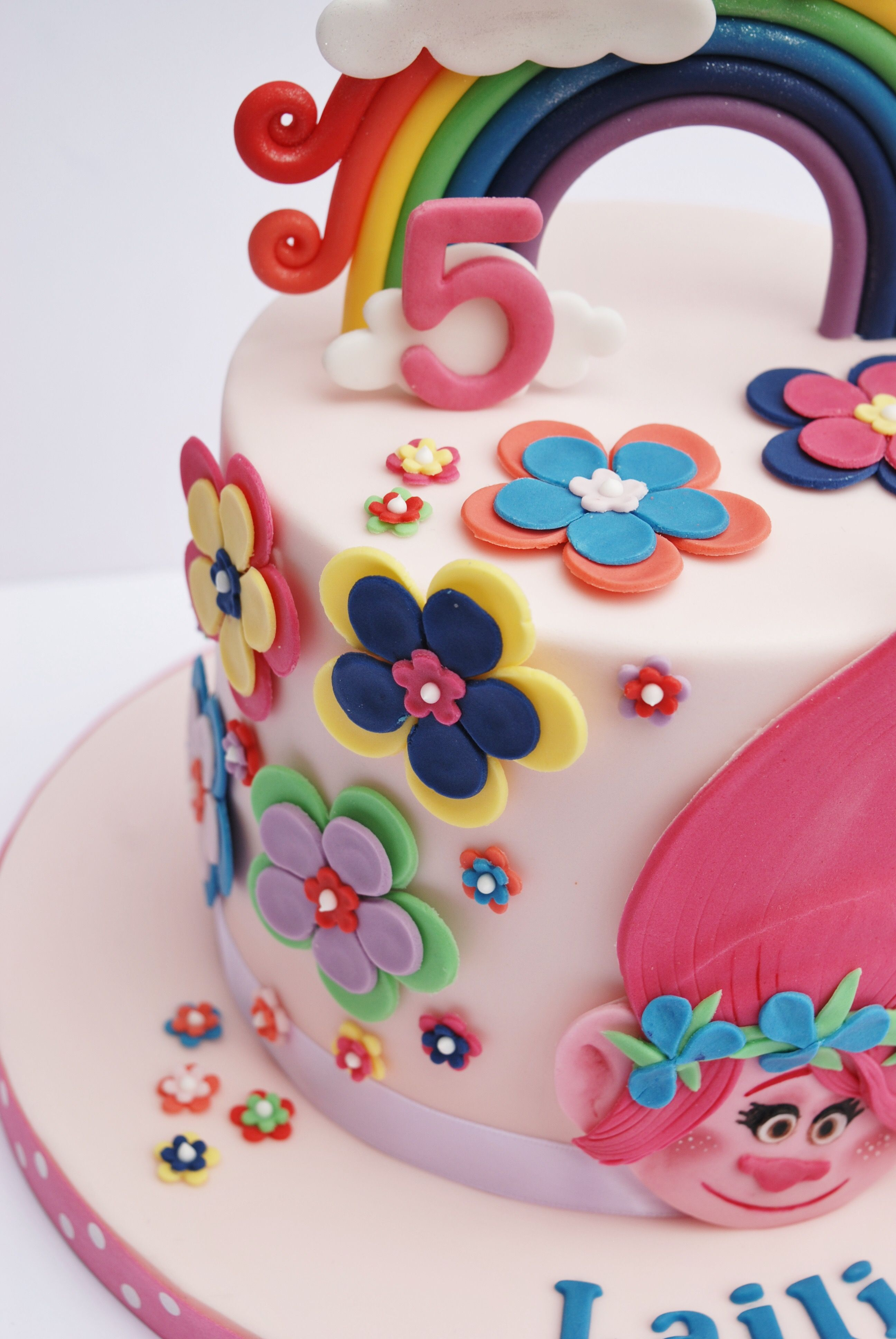 Princess Poppy Cake Trolls With Images Trolls Birthday Cake