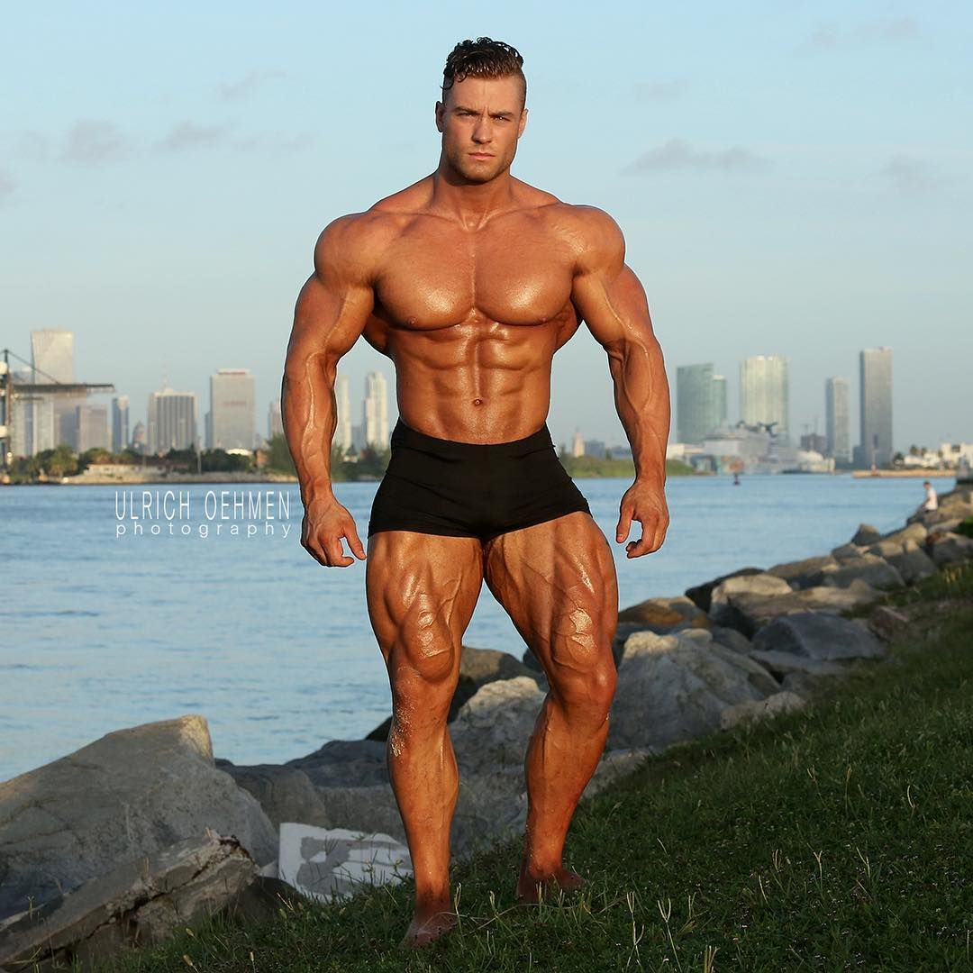 Bodybuilding & Physique Photographer based in Miami. Please email me at:  MuscleWeb@aol