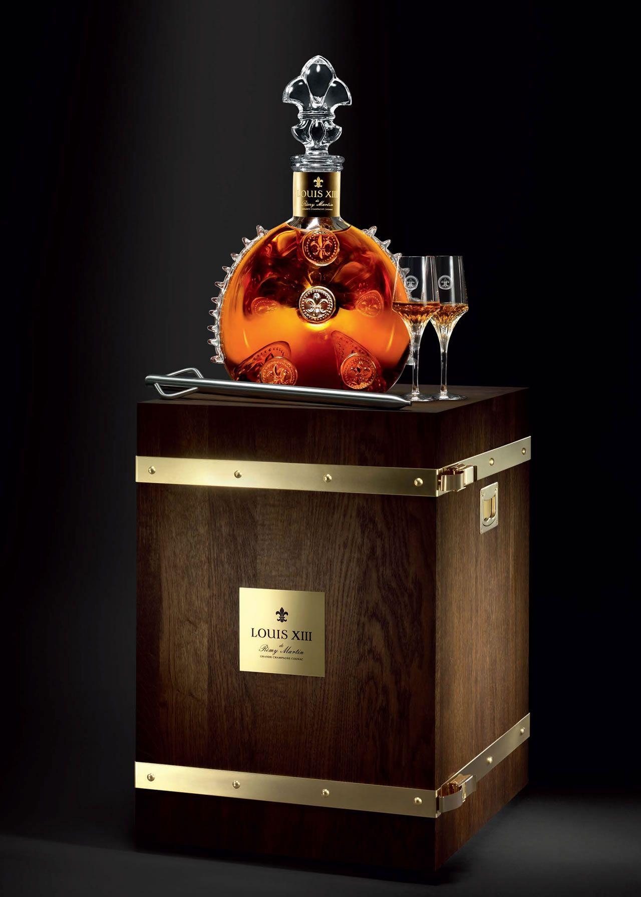 Cognac : record pour la vente aux enchères de la Part des Anges, avec un Louis XIII jéroboam de Rémy Martin adjugé 32 000 €. http://www.terredevins.com/cognac-record-pour-les-encheres-de-la-part-des-anges/
