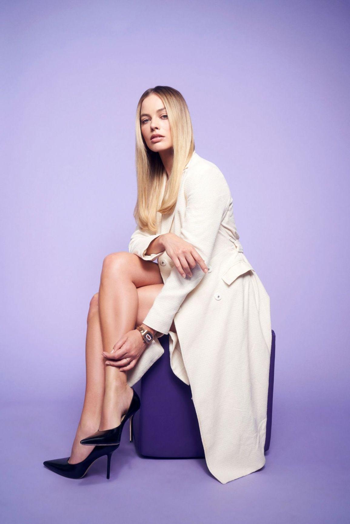Margot Robbies Legs With Images Margo Robbie Margot Robbie