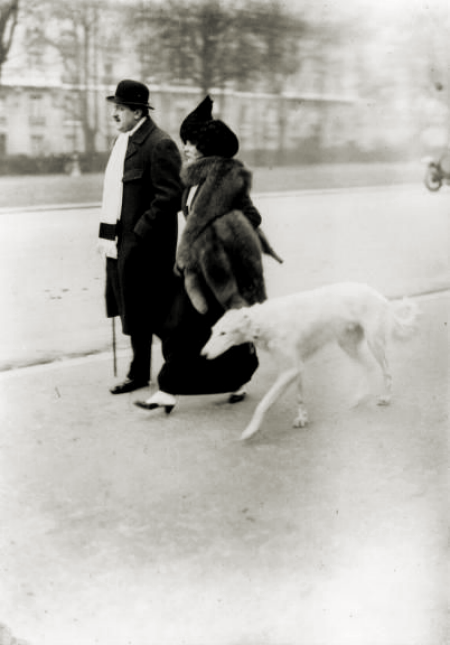 Les Dames Du Bois De Boulogne Photographs By Jacques Henri Lartigue Vintage Dog Belle Epoque Vintage Paris