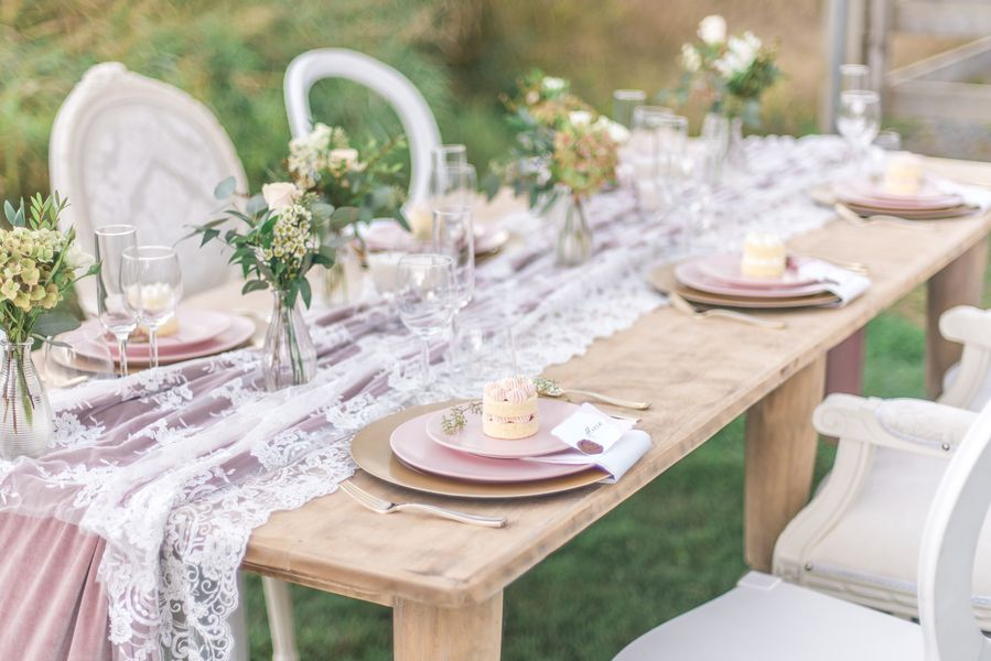Blush and gold rustic wedding decor photo by lestelle photography blush and gold rustic wedding decor photo by lestelle photography based in vancouver junglespirit Gallery