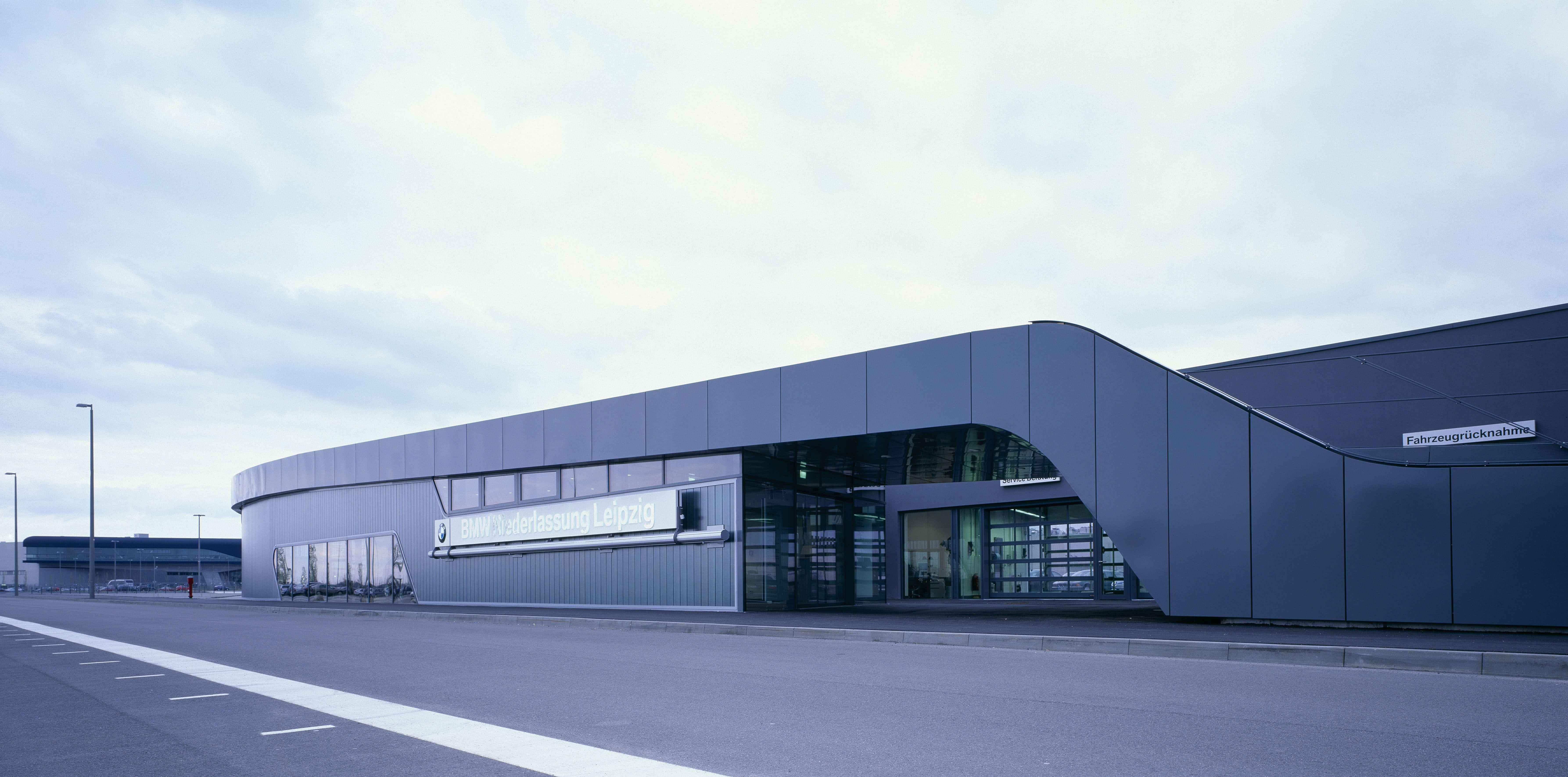 Bmw Showroom Architecture Zaha Hadid Architects Car