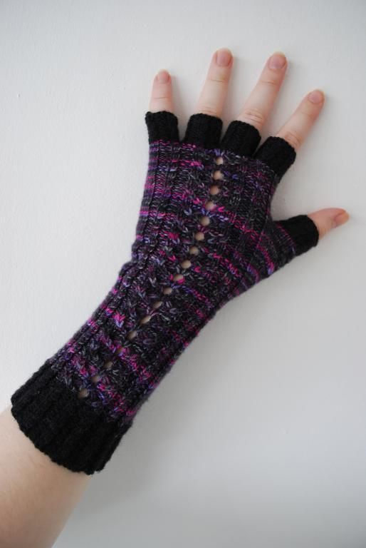 40 Tips For Manipulating Color In Variegated Yarn On Craftsy Crafts Inspiration Free Fingerless Gloves Knitting Pattern