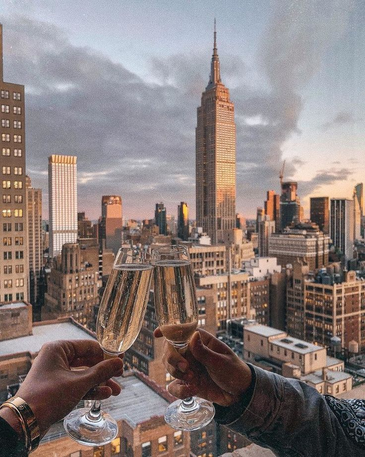 The 14 Best NYC Rooftop Bars with a Skyline View
