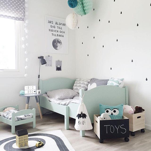 com preciosa habitacin de beb en verde blanco y negro