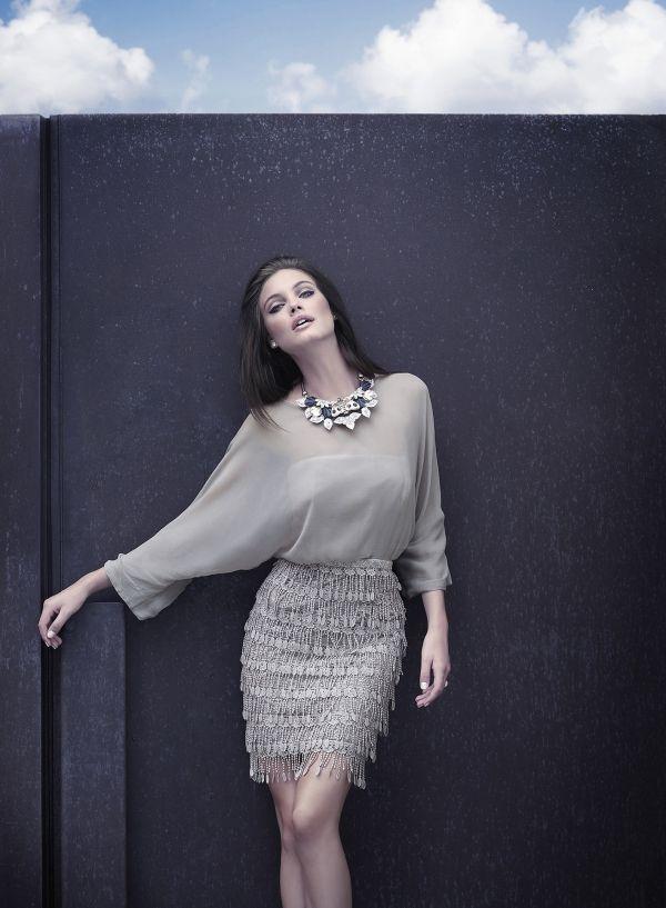 Sensual vestido corto con falda de flecos y cuerpo en gasa | Fashion ...