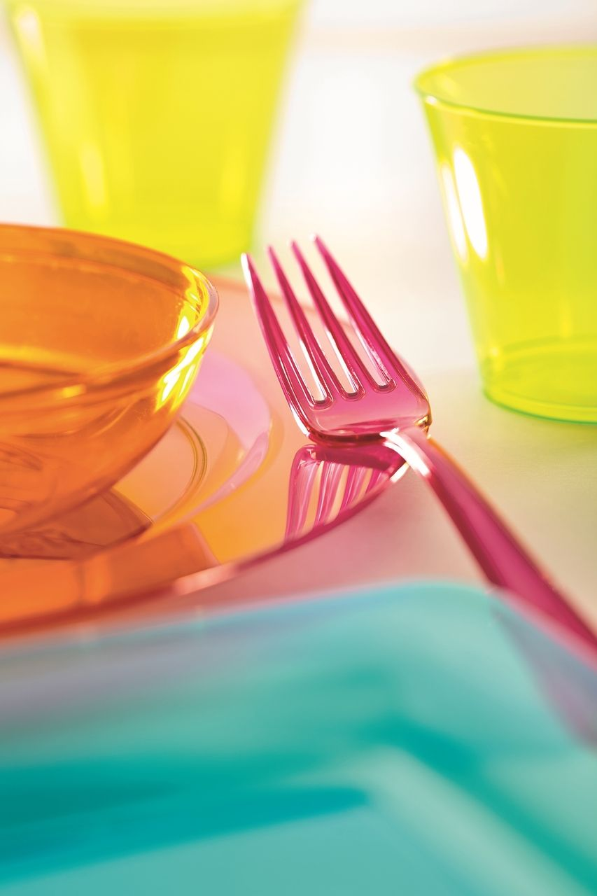 UK supplier of Mozaik Premium Disposable Plastic Tableware for Parties Classic Range that looks like real china or stainless steel and the vibrant Colour ... & Pin by Party Tracker on Mozaik Disposable Plastic Colour Range ...
