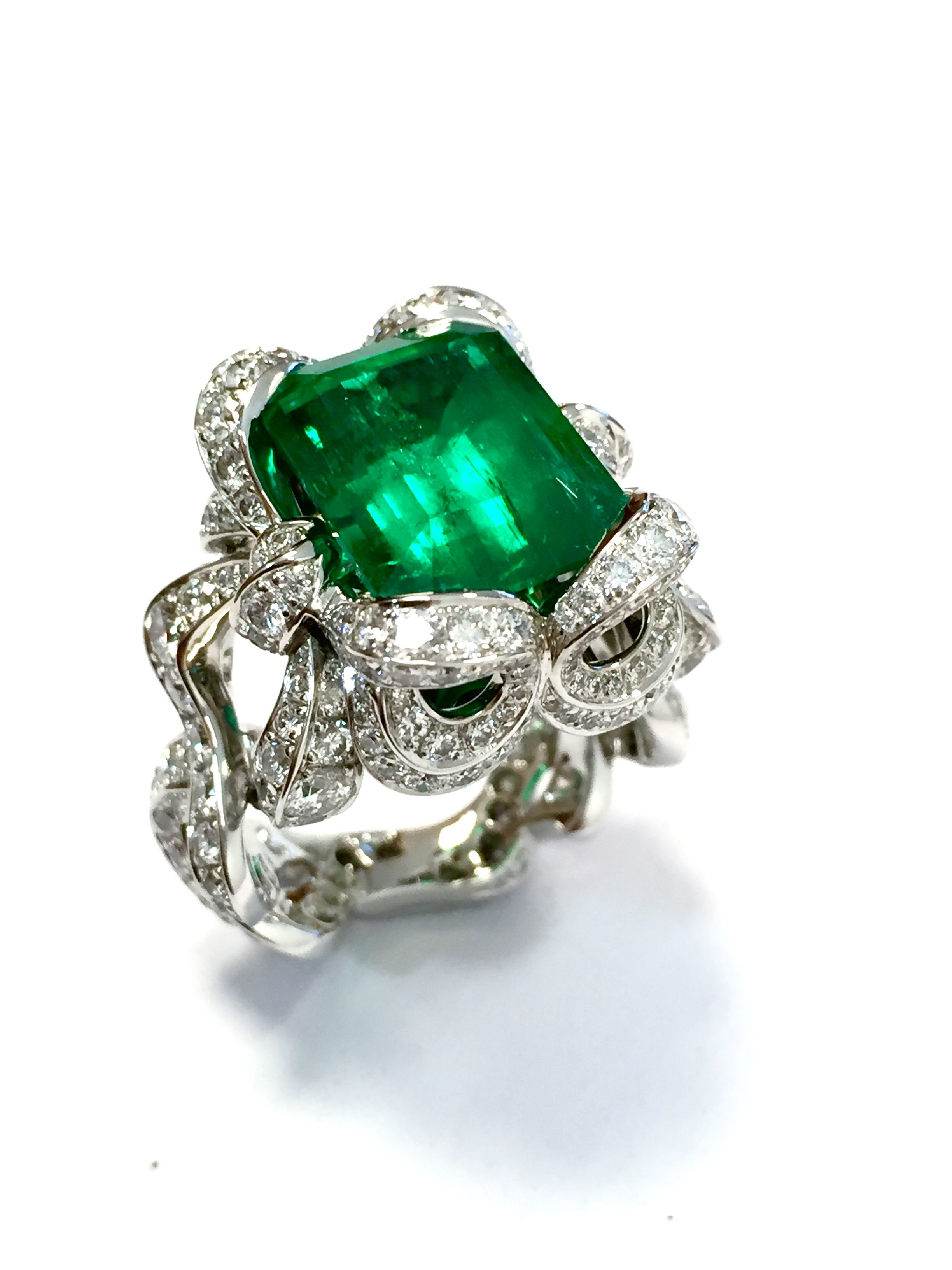 ring gold winsor emerald cluster rings and bishop emeral diamond white