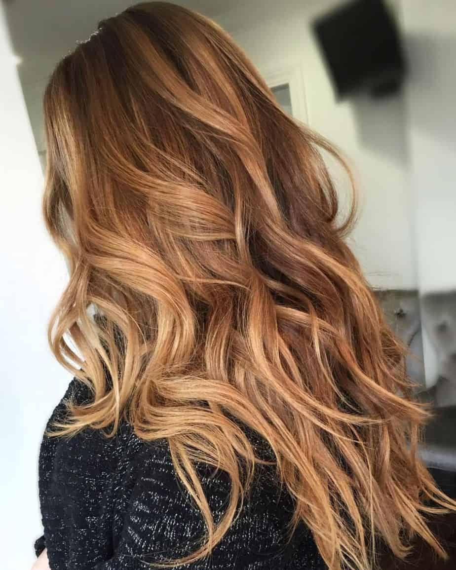Popular Hair Color Trends 2021 Sweet Caramel Long Waves Hair Styles Light Caramel Hair Hair Color Caramel