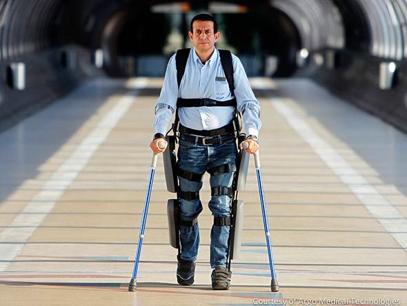 Vendido na Europa desde 2012, o ReWalk, exoesqueleto para paraplégicos, teve a venda autorizada nos EUA, onde custará cerca de R$ 160 mil. Usado com um par de muletas e um computador na mochila, ele permite que um paraplégico caminhe de forma independente. Leia mais e veja um vídeo incrível na Exame, por Mauricio Grego.