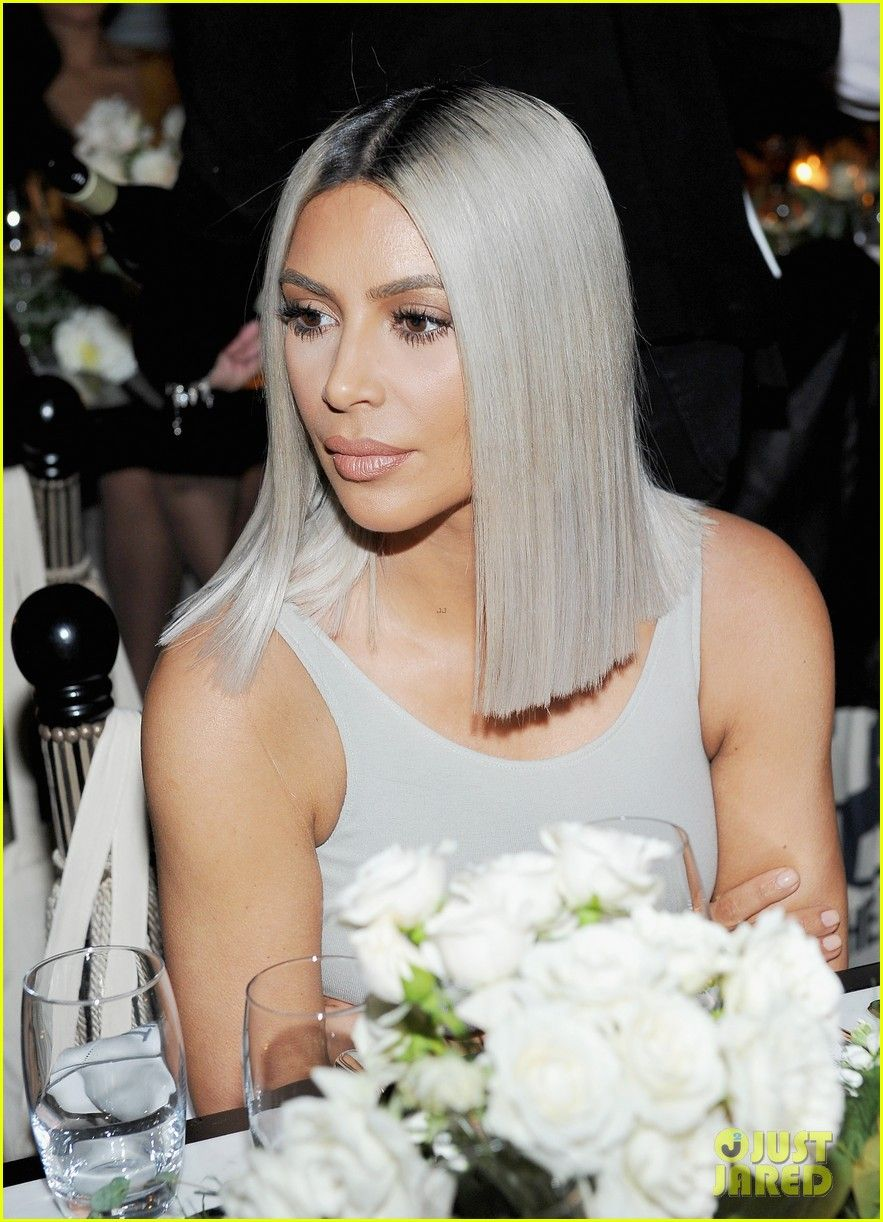 Kim kardashian helps host the tot holiday popup celebration kim