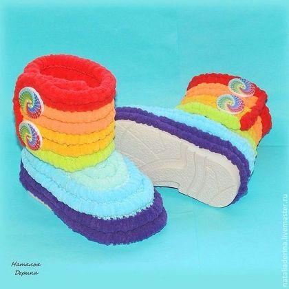 37bfbaa7c Пинетки сапожки плюшевые для улицы из помпонной пряжи Радуга - пинетки для  девочки