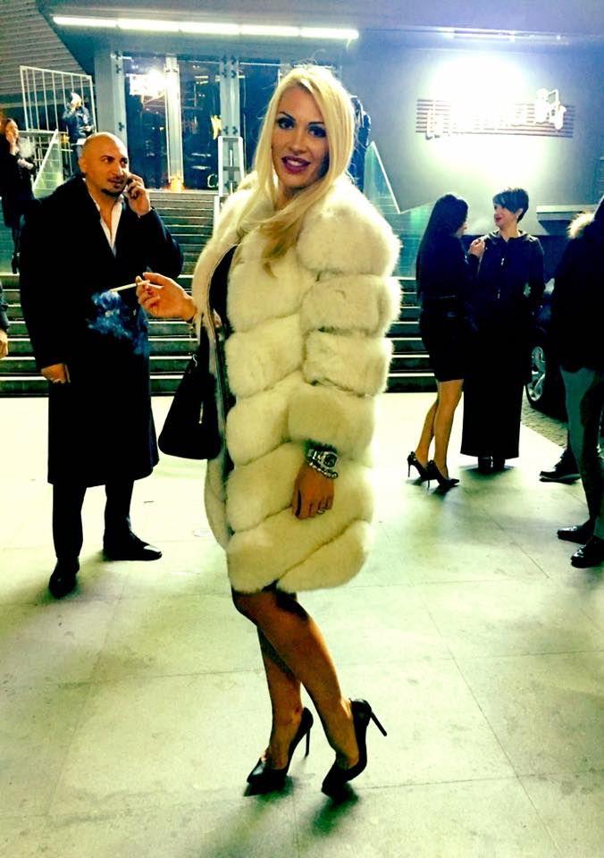 cb119b9c92 Pin szerzője: Roxana Russo, közzétéve itt: Roxana wonderful fur world |  Pinterest | Fur, Fur accessories és Fur fashion