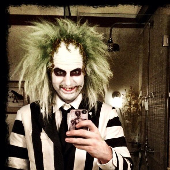 Image from http://img.loveitsomuch.com/uploads/201408/19/be/beetlejuice%20costume%20halloween%20costume%20adult%20costume%20-%202014%20halloween%20for%20kids-f22964.jpg.