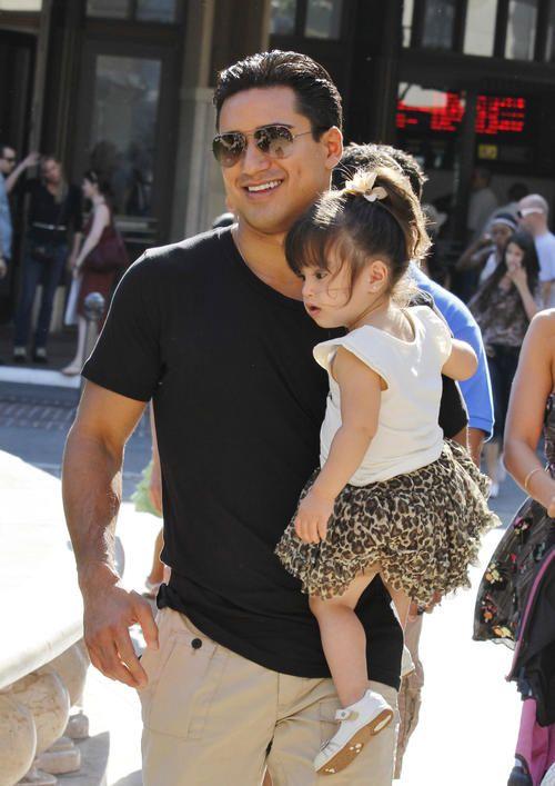 Mtv S America S Best Dance Crew Host Mario Lopez Celeb Families Celebrity Moms Cute Family Mario