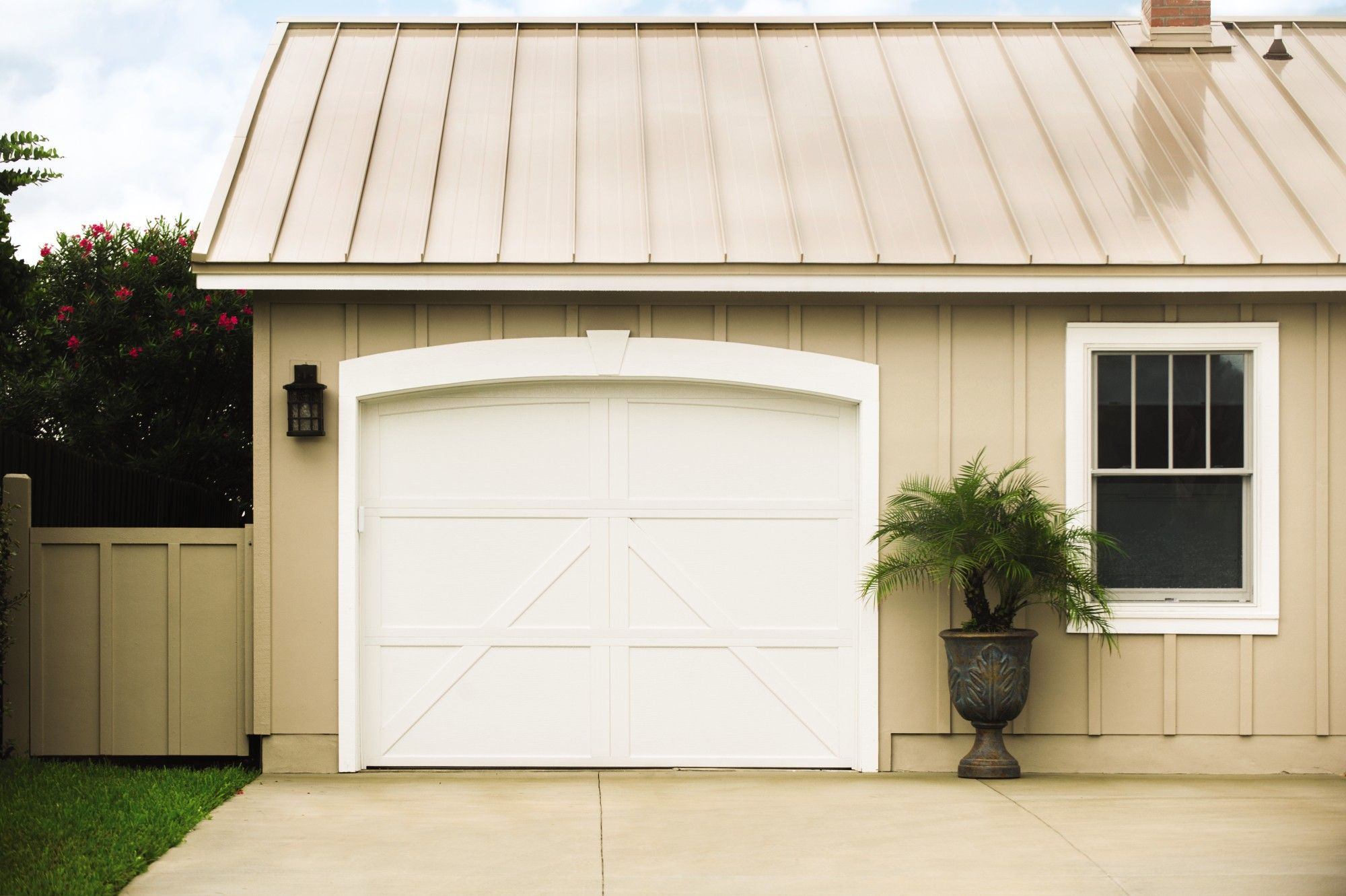 Carriage House Steel Garage Door From Wayne Dalton On Farmhouse Design Home Model 9700 With Charles Ranch House Exterior Metal Roof Houses Garage Door Design