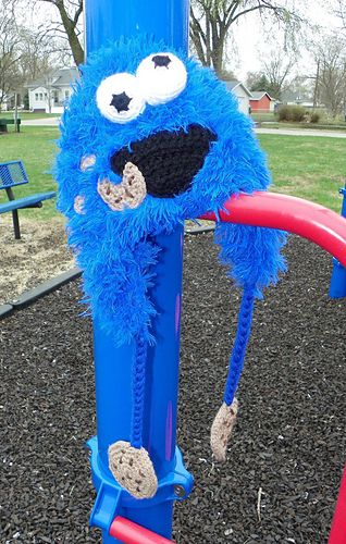 Cookie Muncher Hat ( Cookie Monster inspired) by Yarn Artists #free #crochet #pattern #hat