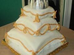 İlginç Düğün Pastaları-Bohça Şeklinde Düğün Pastaları Bahçe
