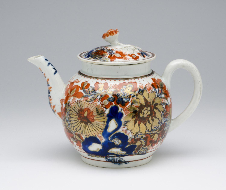 Date: c. 1775 Medium: Soft-paste porcelain with enamel, underglaze and gilt decoration Dimensions: 5 1/2 x 7 3/16 x 4 5/8 inches (14 x 18.3 x 11.7 cm)