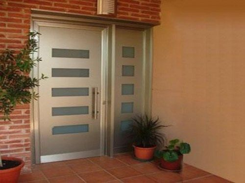 Elegir la puerta de entrada de la casa casa web for Puertas blancas modernas