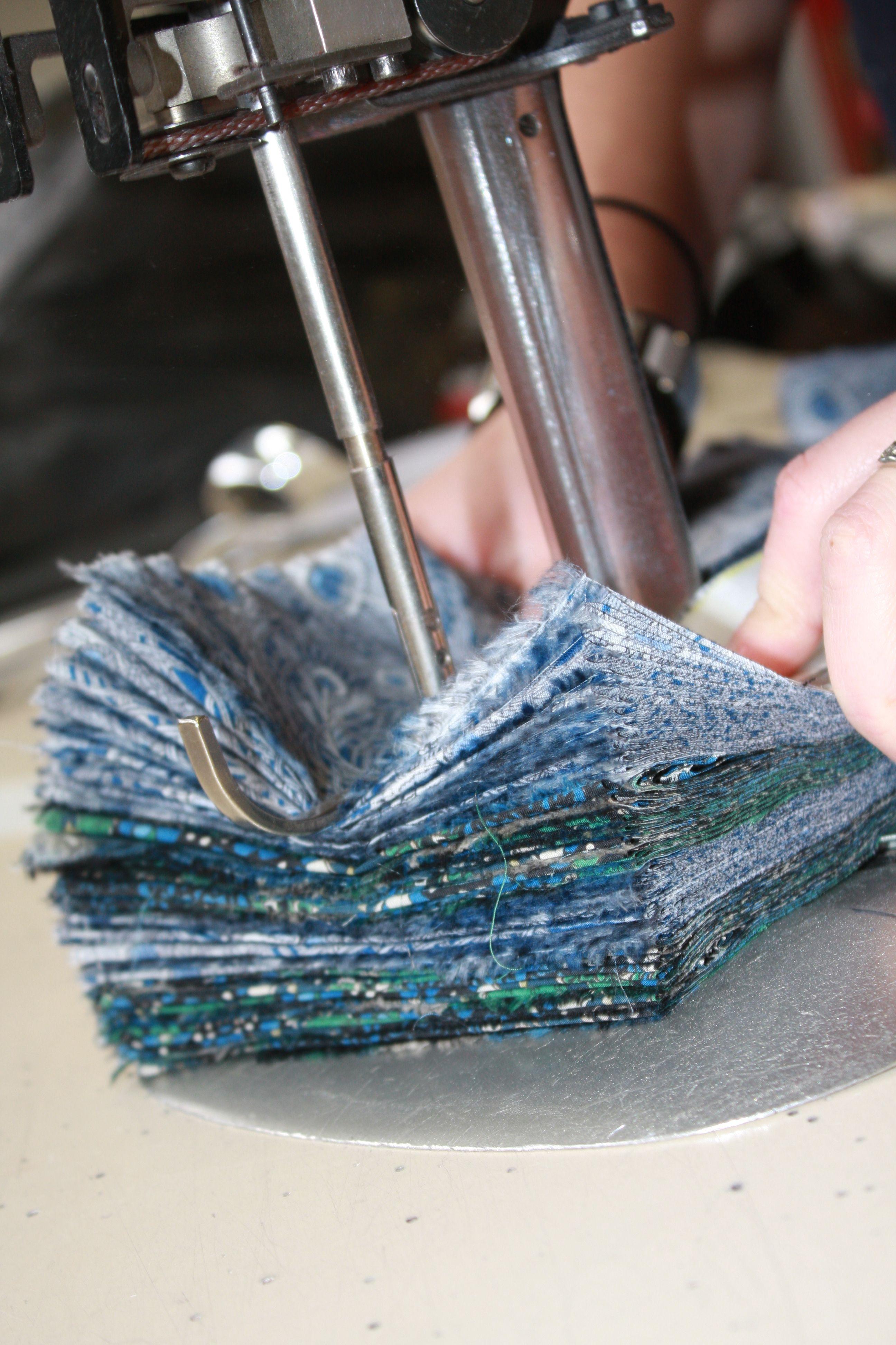 Chaque modèle est coupé avec soin selon la taille choisie et le tout est fait en France. Soutenez ce projet créatif et Made in France sur Kiss Kiss Bank Bank!  http://www.kisskissbankbank.com/fr/projects/eglantine-et-zoe-kits-de-vetements-prets-a-coudre  #eglantineetzoe #pretacoudre #france #madeinfrance #box #fashionbox #fashion #vetements #sewing #couture #fabric #premices #diy
